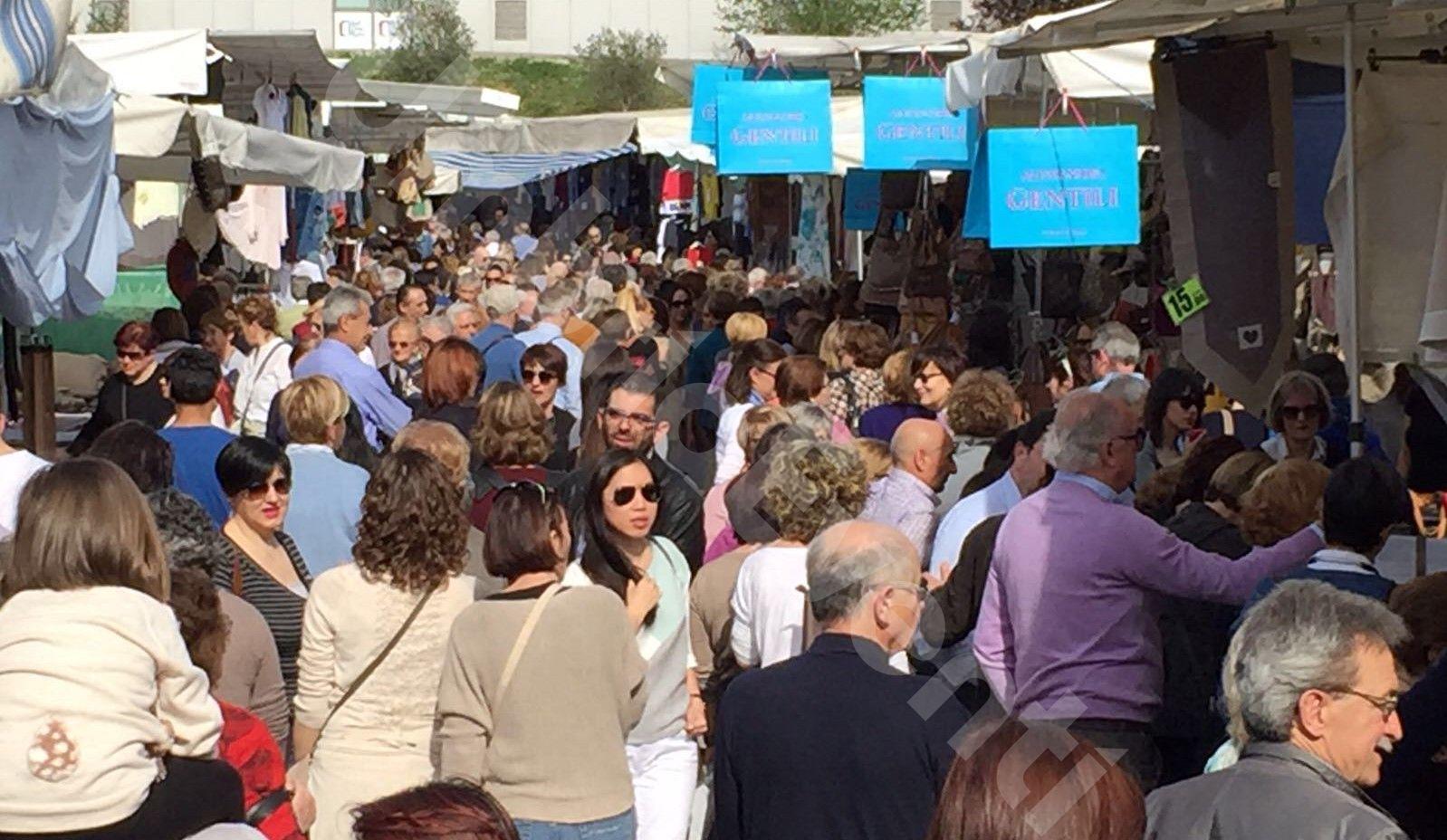 Gli Ambulanti di Forte dei Marmi - mercato a Perugia