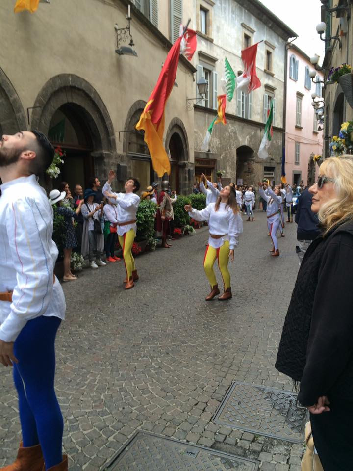 Orvieto in Fiore - Sbandieratori