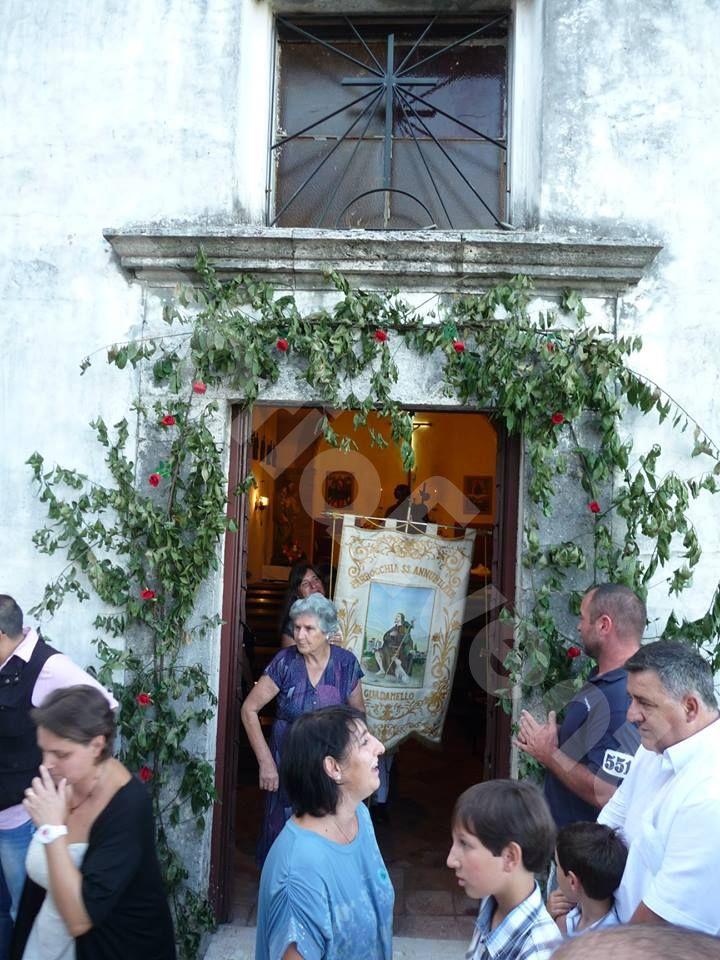 San Rocco da Montpellier Angolo della Fregnaccia - Chiesa medievale Guadamello con stendardo San Rocco