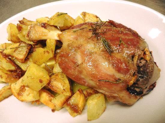 Sagra del Bruschettone a Castelvieto di Corciano - Stinco di maiale con patate arrosto